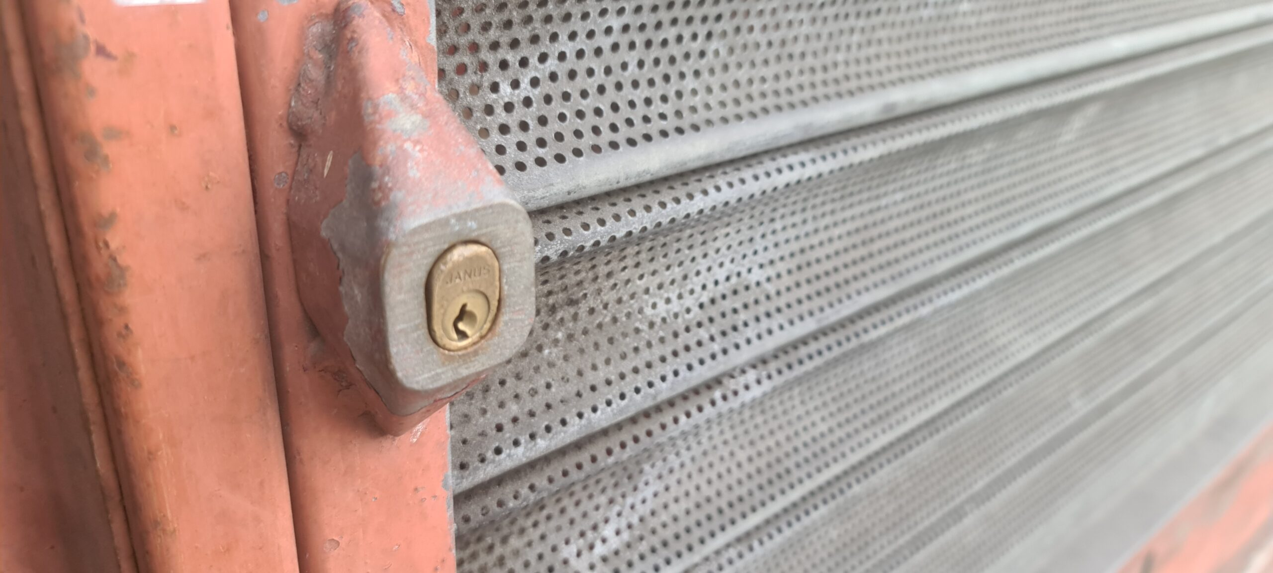 oval cylinder bullet shutter lock